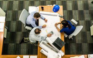 Kancelársky nábytok pre viac zamestnancov